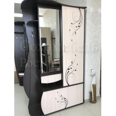 Прихожая Rapsody 1.2 vensel с рисунком, обувницей, шкафом и зеркалом.